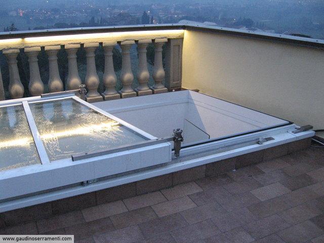 Villa moderna in residence residenziale gaudino for Lucernario motorizzato prezzo