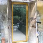 Porta d'ingresso in alluminio giallo ocra [1]