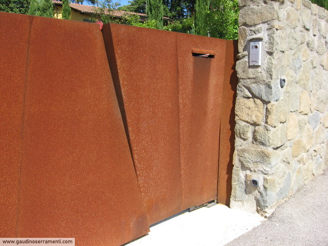 Cancello moderno a 2 ante in acciaio corten [7]